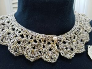 beige-crochet-collar